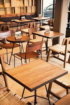 Inside Tierra Garat Café in Ciudad de México - Foodielovin' Restaurant Vintage, Deco Restaurant, Restaurant Tables, Vintage Cafe, Cafe Furniture, Restaurant Furniture, Restaurant Interior Design, Furniture Cleaning, Furniture Stores