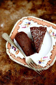 La torta Tenerina è una delle torte più gettonate in casa mia perché si prepara in tempi da record....in 5 minuti è pronta da infornar...