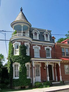 Bricks, dormer windows, a mansard roof, ivy, and a turret all my favorite things rolled into one! Victorian Architecture, Historical Architecture, Architecture Details, Pink Houses, Old Houses, Style At Home, Beautiful Buildings, Beautiful Homes, Victorian Style Homes