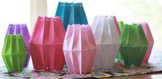 Van papieren zakjes gemaakt: lieve lantaarntjes. Er word terecht wel bij gezegd: 'niet voor echte kaarjes maar voor led lichtjes of een 'vlammetje' op batterijen'.
