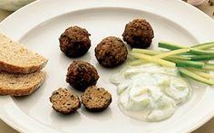 Krydrede farsboller Krydrede farsboller er en middehavs inspireret opskrift med hakket oksekød og lammekød. Farsbollerne har masser af smag og kraft - glæd dig.