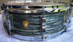 Vintage Ludwig Jazzfest snare, sky blue pearl. Que color!