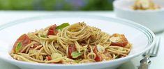 Spaghetti mit Cherrytomaten Spaghetti, Chili, Ethnic Recipes, Food, Al Dente, Cherry Tomatoes, Spice, Italian Cuisine, Recipe