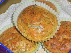 BRIOSE CU IAURT SI BROCCOLI - Flaveur Salmon Burgers, Muffin, Food And Drink, Veggies, Cooking Recipes, Breakfast, Ethnic Recipes, Broccoli, Salads