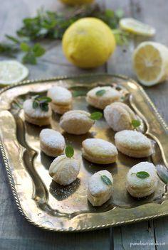 Pane, burro e alici: I limoncini, dolcetti morbidi al limoncello