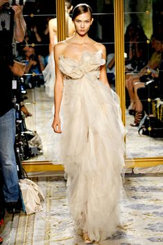 Karlie Kloss Photos Spring 2012 Ready-to-Wear Marchesa - Runway on Style.com