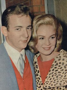 """The photo """"Bobby Darin and Sandra Dee"""" has been viewed 716 times. Hollywood Actor, Golden Age Of Hollywood, Vintage Hollywood, Hollywood Stars, Classic Hollywood, Vintage Vogue, James Darren, Bobby Darin, Sandra Dee"""