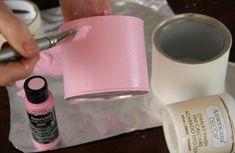 Aprende a decorar tus latas recicladas con técnicas muy sencillas haciendo uso de la pintura de tiza y plantillas. Te quedarán preciosas y es fácil. Hazlo tu mism@ y cuéntanos en twitter @artesaniachopo o en Facebook cómo te ha quedado!  RECETA