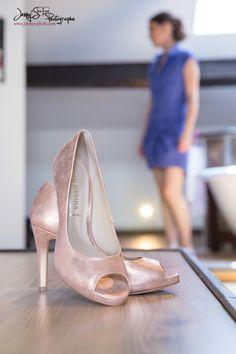 chaussures de mariés beige doré / talons à bouts ouverts / préparatifs Jenny's photographe spécialisée dans le mariage sur toulouse et dans le tarn www.jennys-photo.com Toulouse, Stiletto Heels, Pumps, Beige, Shoes, Fashion, Spike Heels, Photography, Moda