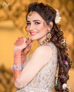Image may contain: one or more people Pakistani Bridal Makeup Hairstyles, Indian Bridal Makeup, Pakistani Bridal Wear, Pakistani Wedding Dresses, Bridal Hair And Makeup, Bridal Dresses, Wedding Hairstyles, Hair Makeup, Indian Wedding Bride