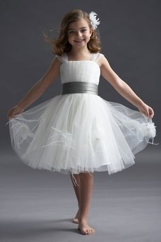 I love this flower girl dress!!