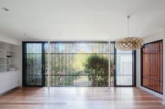 Peaceful, natural timber screen at the Escu House living room in Sydney — Bijl Architecture