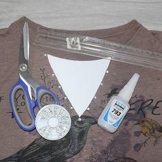 Tá com uma blusa básica mas sabe que ela pode ficar bem mais glamourosa? Aprenda comigo como customizar blusa criando decote lindo em V.