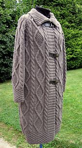 This cosy coat in our Baltic yarn is a winter must-have! We love the diamonds, cables and pattern stitches that give it an Irish knit look. It is fastened with 3 leather buckles. The pattern requires size 5 mm needles and a cable needle.