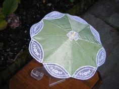"Mini ombrelle""Malines""   Dessins Rita Thienpondt, leuk hè, er zijn zelfs'mini' poppen parasolletjes"