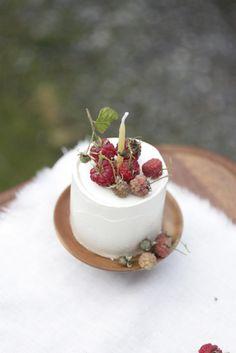 mini cakes for the wedding via herriott grace