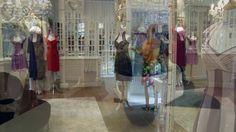 Dianna David: bruids-, suite- en stadskledij by Dianna David. Dianna David n.v. bestaat sinds 1982 en is gespecialiseerd in het ontwerpen en vervaardigen van bruidskledij, suitekledij en exclusieve stadskledij. Ons handelsmerk? Exclusieve kledij van hoogstaande kwaliteit met een verfijnde afwerking. Elk kledingstuk wordt ontworpen en vervaardigd in ons eigen Belgische atelier en kan al dan niet naar maat verkregen worden. Ontdek onze winkel, ons atelier en hoe we te werk gaan in deze video.