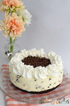 Best No Bake Cheesecake, Chocolate Chip Cheesecake, Cheesecake Desserts, White Chocolate Desserts, Melting Chocolate, Oreo Dessert, Dessert Recipes, Cheesecake With Whipped Cream, Kolaci I Torte