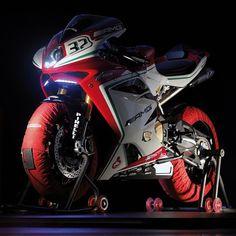 #mvagusta #f4rc #f4 #superbike #moto #motorcycle #squadmoto #mvagusta91 #race #amg #mercedes