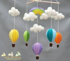 mobile bébé nuage et mongolfière