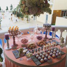 Вот такой кенди-бар у нас на свадьбе сегодня. Невеста Юлечка выбрала нежное сочетание персикового, розового и сиреневого в оформлени, а десертный столик получился очень разнообразным и ароматным - причем вкусно пахли не только авторские сладости, но и похожая на облако композиция от @amour.flowers. Организация: @studio_krylya. #авокадодекор #студияавокадо #студиядекораавокадо #avocadodecor #свадьба2015 #свадьбакрым #свадебныйдекор #свадебныйкендибар #wedding #weddingdecor #weddingcandybar