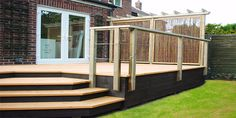 A small raised deck that you could put garden & toy storage underneath - deck ideas Back Garden Design, Deck Design, Landscaping Around Deck, Backyard Landscaping, Outdoor Deck Decorating, Outdoor Decor, Underneath Deck Ideas, Decking Area, Raised Patio