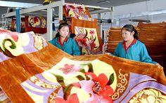 함북도 북부피해지역 주민들을 위하는 따뜻한 정을 안고-《조선의 오늘》