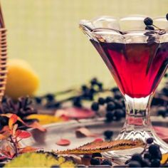 Sernik na zimno z jagodami - Claudia.pl Hurricane Glass, Oreo, Tableware, Recipes, Syrup, Alcohol, Dinnerware, Tablewares, Dishes