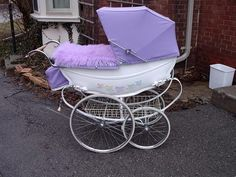 Prams Perfect Prams was devised to identify and list vintage prams used over the past 120 years. Please go to the Albums page to discover the make and possibly the model of your coachbuilt pram.