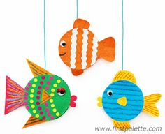 The kids will have fun creating their own species of Jar Lid Fish out of recycled jar lids and odds and ends of craft supplies around the house. Fish Crafts Preschool, Ocean Crafts, Fun Crafts For Kids, Summer Crafts, Craft Activities, Art For Kids, Craft Kids, Jar Lids, Animal Crafts