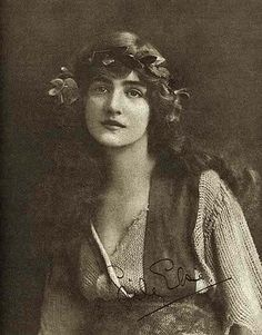"""London's Four Greatest Beauties – Broken Hearted – The Times Dispatch – 1913 "" Vintage Clip, Vintage Love, Vintage Beauty, Vintage Ladies, Antique Photos, Vintage Pictures, Vintage Photographs, Lily Elsie, Famous Stars"