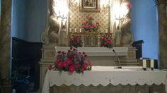 matrimonio: fiori misti in viola, fuxia e rosso. chiesa del Morrocco. giugno 2014