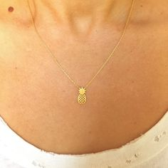 Dainty Hooligan Dainty Gold Pineapple Pendant Necklace
