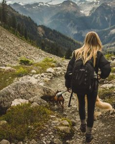 30 Casual Hiking Outfits For Your Next Outdoor Adventure - Society19 Camping Sauvage, Looks Country, Hiking Photography, Photography Editing, Photography Ideas, Photography School, Adventure Photography, Photography Backdrops, Digital Photography