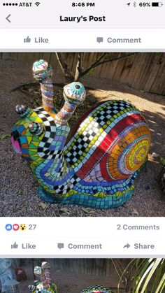 It's a snail! Mosaic Crafts, Mosaic Projects, Mosaic Art, Mosaic Glass, Mosaic Ideas, Mosaic Mirrors, Tile Ideas, Stained Glass, Outdoor Mosaic Tiles