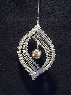 Risultati immagini per bobbin lace jewellery Lace Earrings, Lace Jewelry, Crochet Earrings, Hairpin Lace Crochet, Crochet Motif, Crochet Shawl, Bobbin Lace Patterns, Loom Patterns, Lacemaking