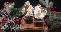 Χριστουγεννιάτικα cupcakes από τον Άκη Πετρετζίκη. Συνταγή για Χριστουγεννιάτικα καπκέικς με απίθανη διακόσμηση και γεύση. Εύκολα & γρήγορα cupcakes!