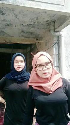 Arab Girls Hijab, Girl Hijab, Muslim Girls, Beautiful Arab Women, Beautiful Hijab, Pregnancy Videos, Sexy Golf, Girls Phone Numbers, Hijab Fashionista