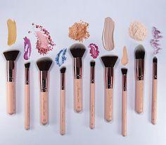 Maquiagem feita por Carol Tognon utilizando os pincéis da Mariana Saad. Veja como foi o teste e aprenda para que servem os pincéis