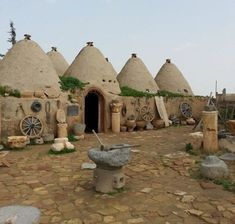 Ancient houses of Harran, Turkey. Harran was first founded Travel Tours, Travel And Tourism, Travel Hacks, Republic Of Turkey, Capadocia, Unusual Buildings, Turkey Travel, Going On Holiday, Underground Cities