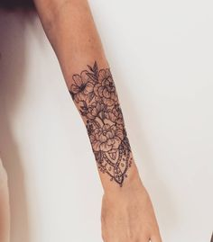 1,581 mentions J'aime, 8 commentaires – Sabrina Avakian (@sabootattoos) sur Instagram : «Started a half sleeve on Laurie :) so easy going, Thank you for letting me do my thing!!…»
