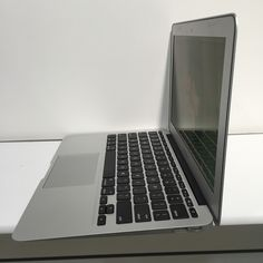cool Used Macbook Air, Macbook at cheap price http://www.laptopfactoryoutlet.com.sg/