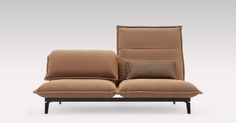 Sit, lounge, lie, chill, sleep: The unique comfort function of the Rolf Benz NOVA sofa makes it easy to transform into a high-back seat, a recliner, a daybed, a bed or something completely different, somewhere in between.