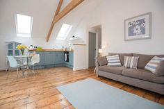 Tegen's light and airy open plan living-room has a wonderful 300 year old oak floor, reclaimed from an abbey and lovingly restored. Interior Color Schemes, Colorful Interiors, White Interiors, 1 Bedroom Apartment, Open Plan Living, Cornwall, Cottage, Flooring, Living Room