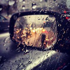 Bunu çok yaptım arabamda yağmur yağdığında camı açıp elimi uzatıp yağmuru hisetmek çok güzel...eliff...❣️❣️