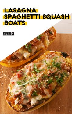 Lasagna Spaghetti Squash Boats Make It Easy To Say Goodbye To Pasta. Try with soy Italian meatballs, crumbled, instead of ground beef. Spaghetti Squash Boat, Spaghetti Squash Recipes, Pasta Recipes, Beef Recipes, Low Carb Recipes, Dinner Recipes, Cooking Recipes, Healthy Recipes, Spaghetti Squash Lasagna