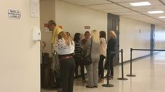 RT @cynthia_lope: Ya hay fila para entrar a la sala 403 q...