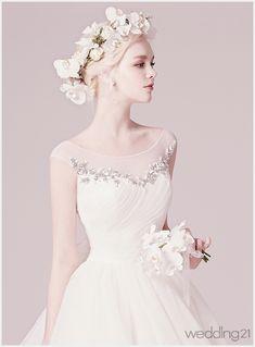 [결혼준비] 봄날 ! 티아라보다 더 빛나는 화관의 매력 < 웨딩뉴스 < 월간웨딩21 웨프