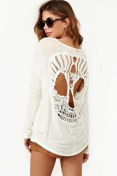 I. Love. Dia de los Muertos. And on a long sleeve, slouchy tee with terracotta shorts? The best.