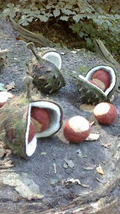 Felted chestnuts. Gevilte kastanjes met bolder gemaakt door Paulien Sijtsema( wolinhout )